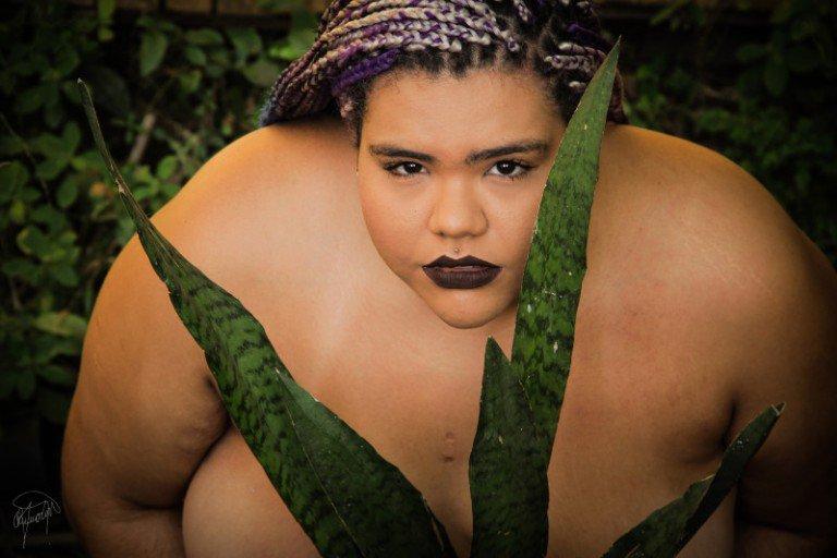 Fotos exaltam a beleza de mulher negra, lésbica e gorda