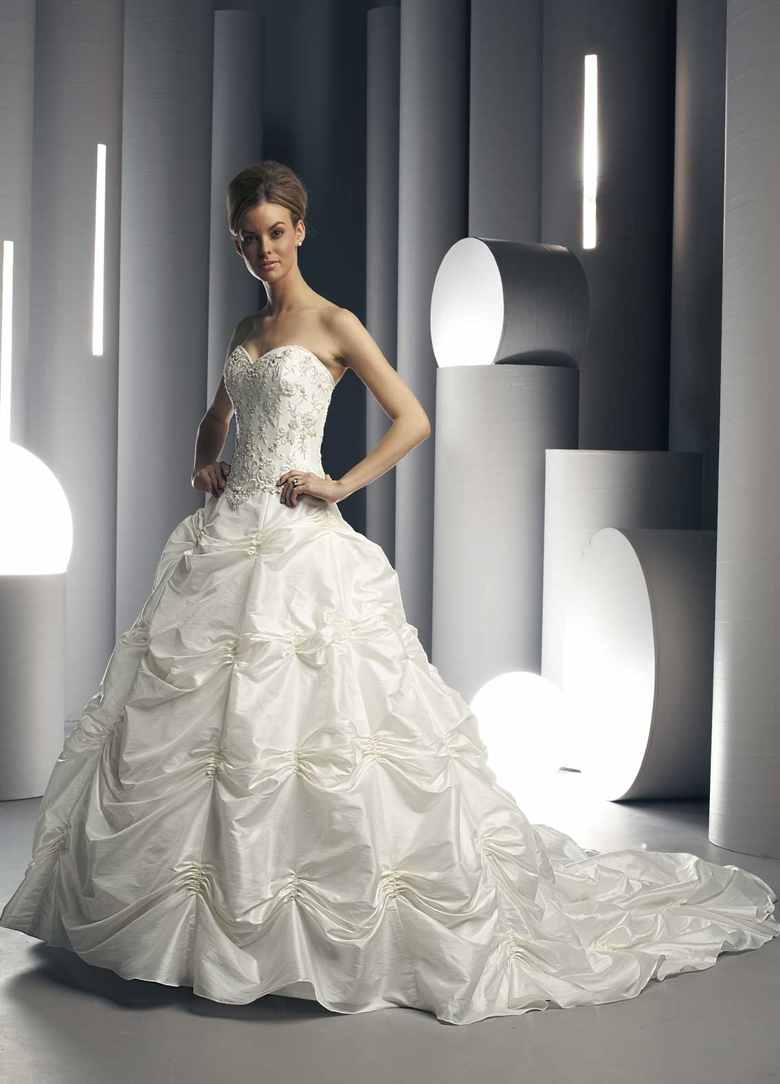 Motor: Wholesale wedding gowns