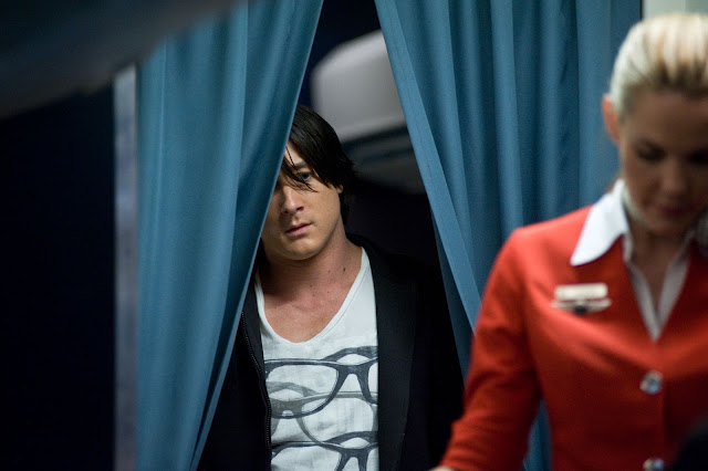 Imagens do filme Voo 7500, de Takashi Shimizu diretor de O GRITO