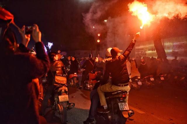Hàng nghìn người khắp cả nước xuống đường mừng chiến thắng U23 Việt Nam