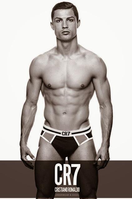 Cristiano Ronaldo en slip doux : Détendue, la star du