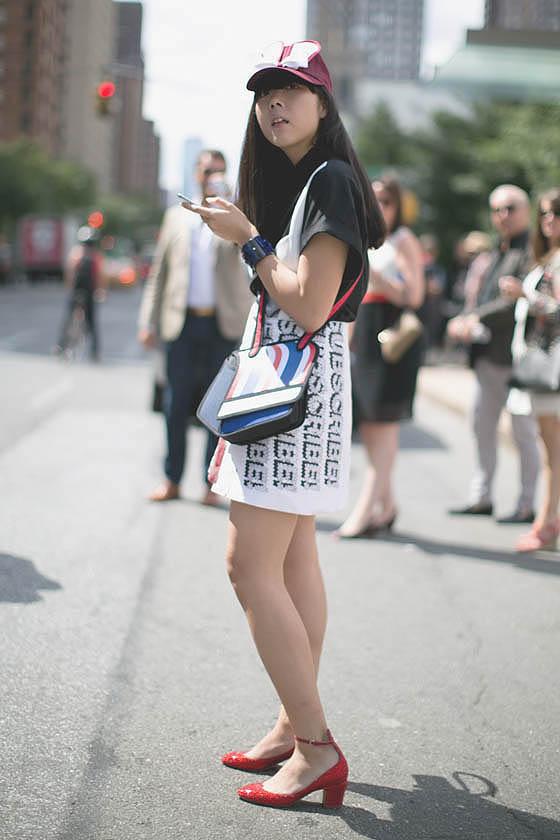 Sepatu model Low Block heels cocok untuk Anda yang bertubuh mungil,
