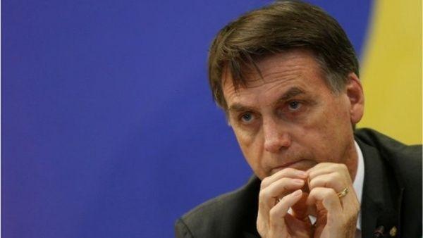 Decreto de Bolsonaro permite porte armas para 20 profesiones