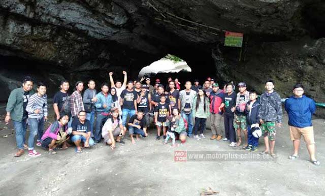 Komunitas Vespa Turing Menuju Pantai Karang Bolong