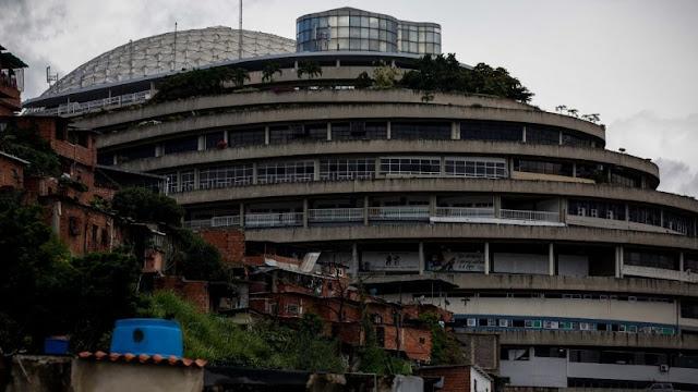 Unos 300 detenidos toman los calabozos y exigen justicia desde la sede del SEBIN, en Caracas