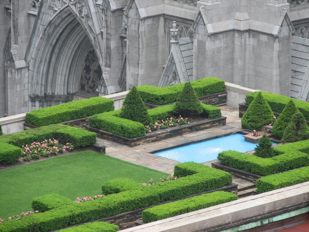 Above Roof Garden - Unique Architecture
