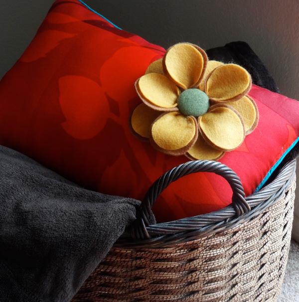Twinkle and Twine: Felt Flower Pillow Tutorial