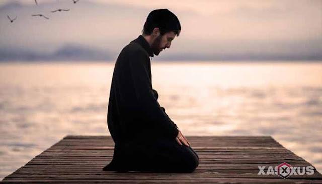 23 Arti Mimpi Sholat Lengkap Menurut Islam, Psikolog, dan Primbon Jawa