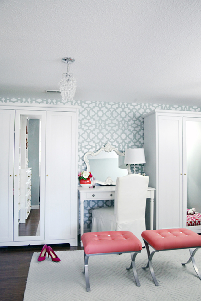 White and aqua dressing room.
