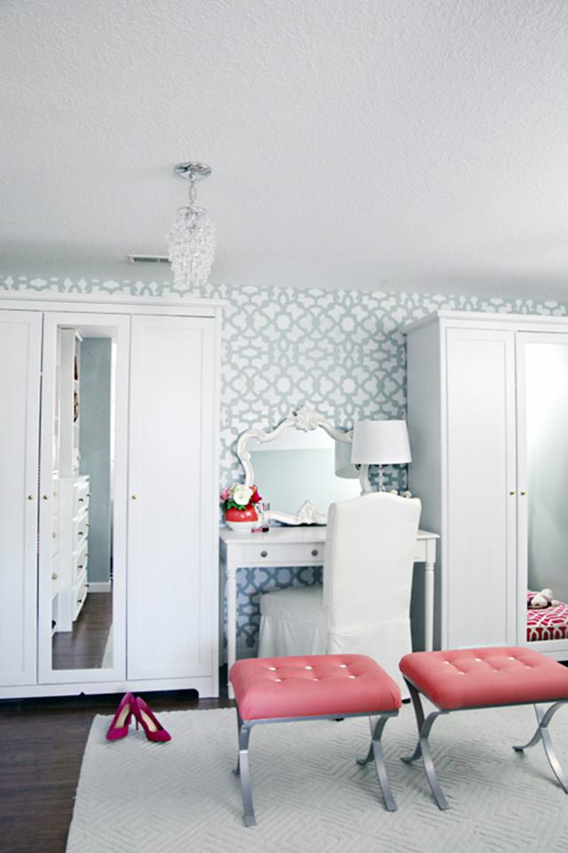 White and aqua dressing room.