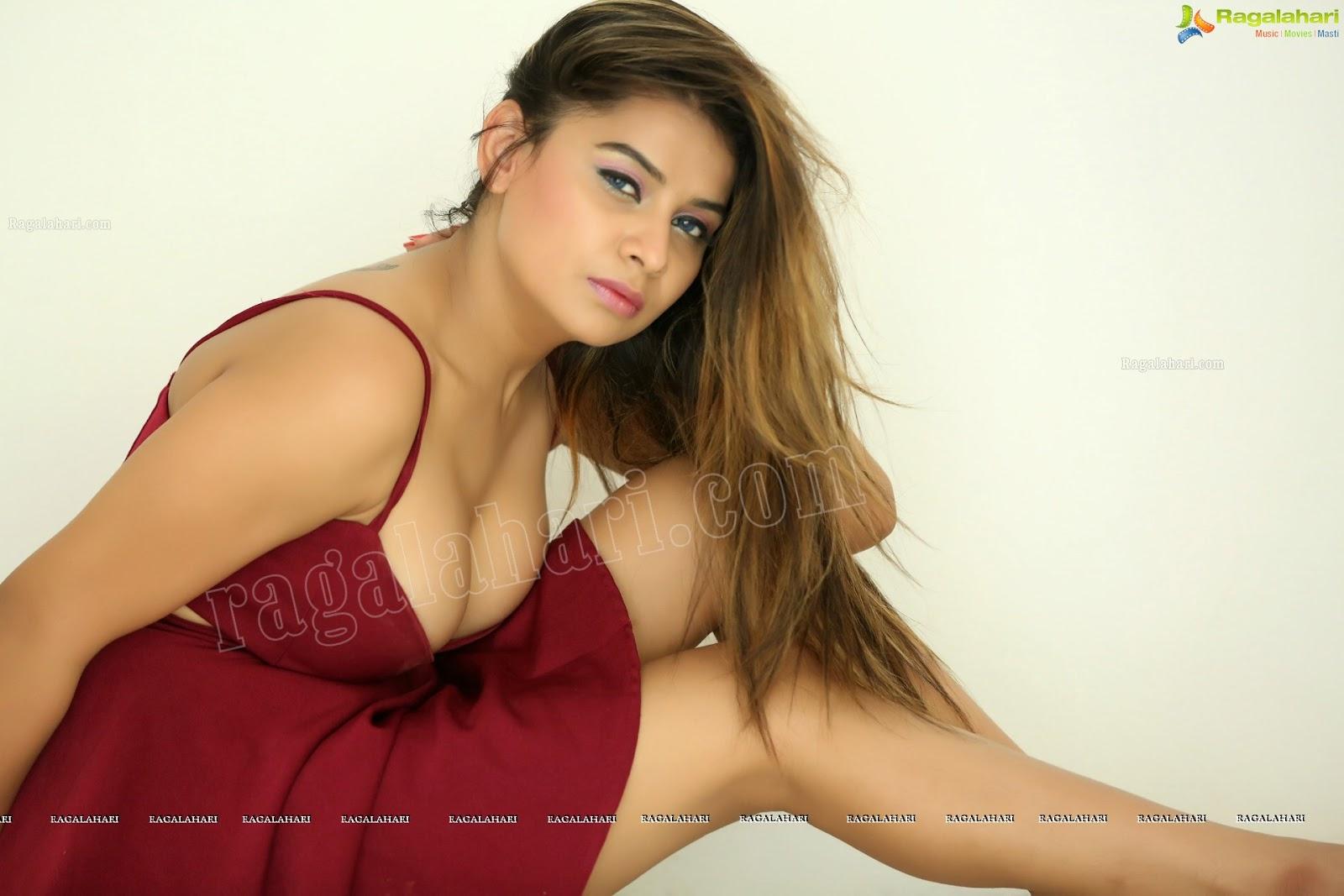 telegu actress super model showing  armpit