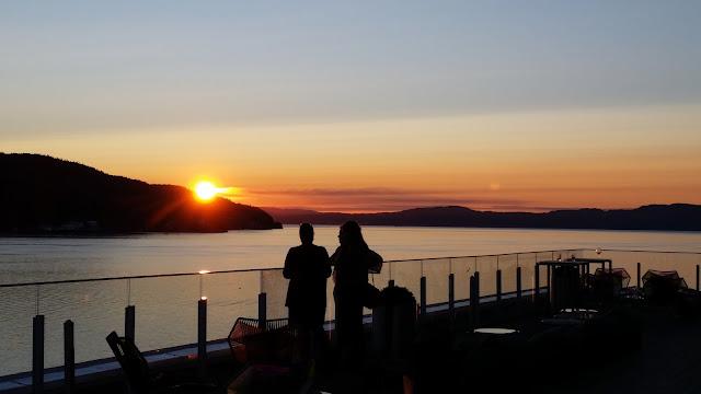 Sonnenuntergang in Norwegens Fjorden bei Trondheim