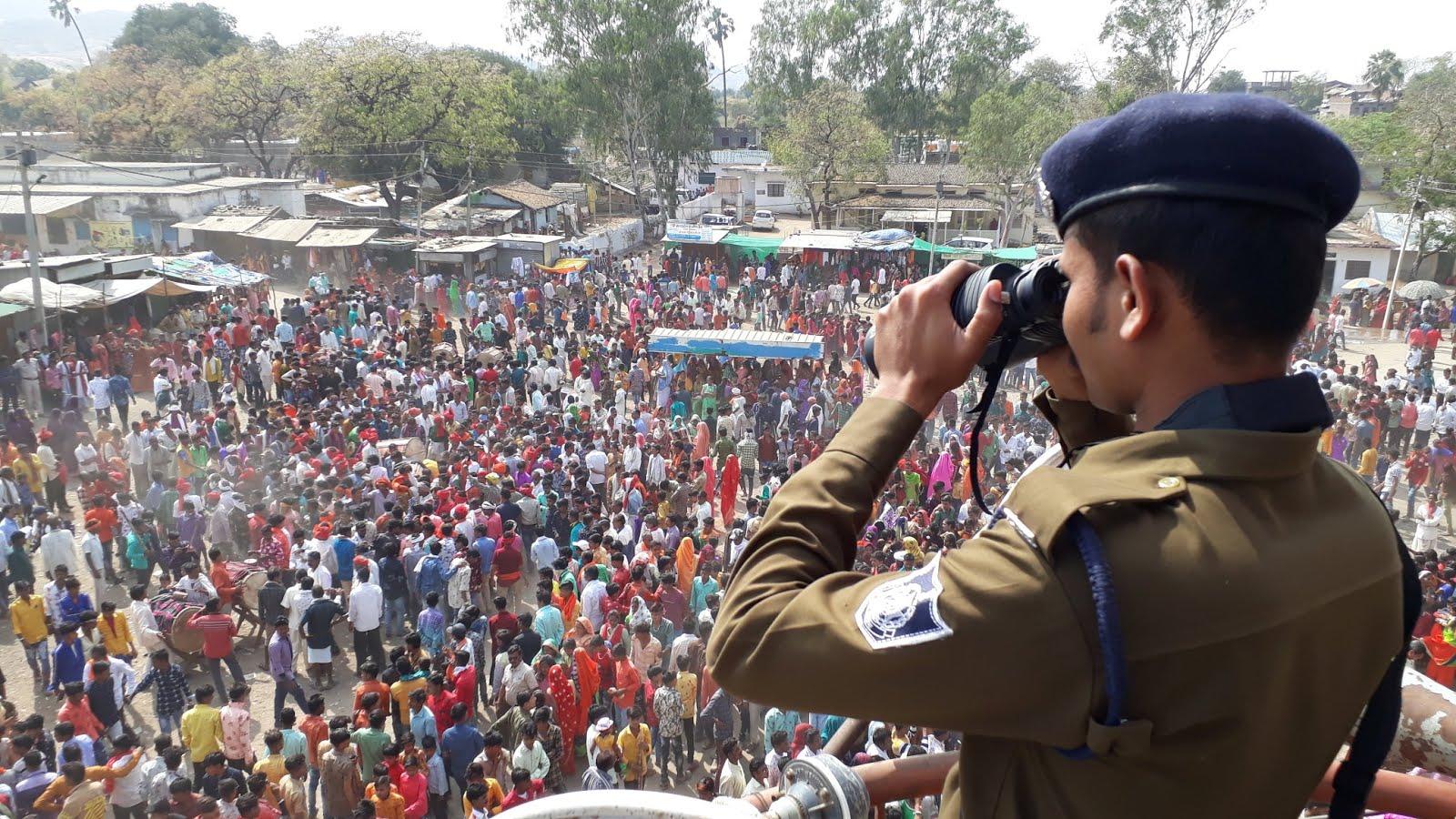 Alirajpur News- Bhagoria Alirajpur- भगोरिया में सुरक्षा बलों के साथ-साथ सीसीटीवी कैमरों, ड्रोन एवं विडियों रिकार्डिंग कैमरों से रखी जा रही पैनी नजर
