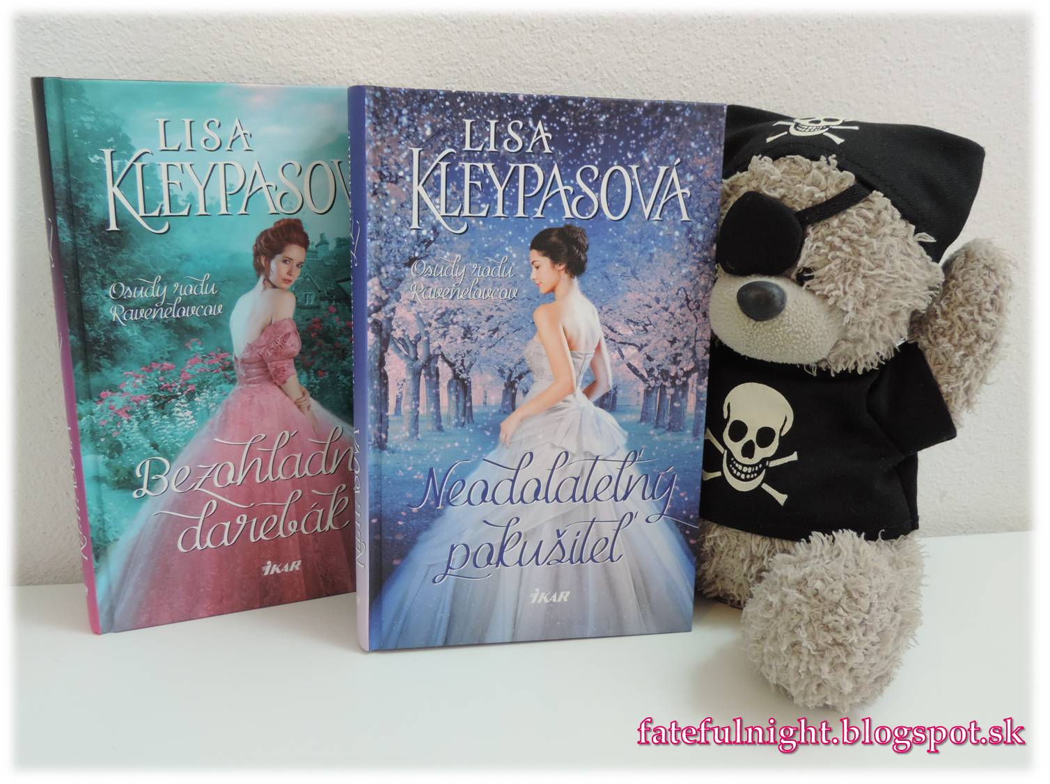 c6831d946 Väčšina mladých aristokratiek sníva o vydaji, no lady Pandora Ravenelová má  iné plány. Ambiciózna krásavica radšej tvorí spoločenské hry na predaj, ...