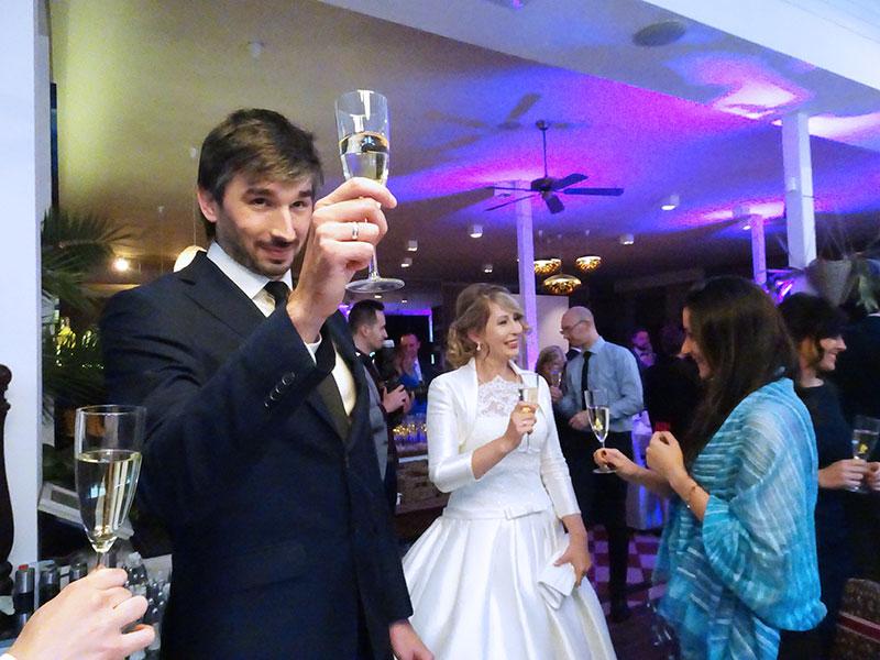Budapest_Wedding_Hemingway_Restaurant_Cheers