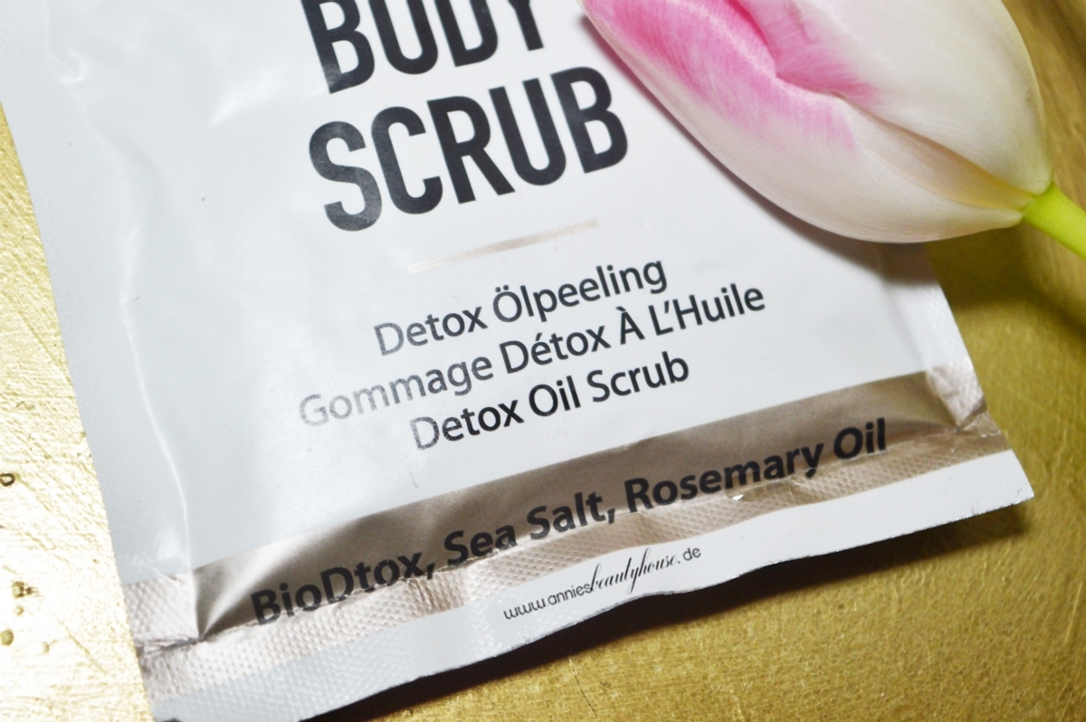 DAYTOX Body Scrub Sachét Detail product photo close up