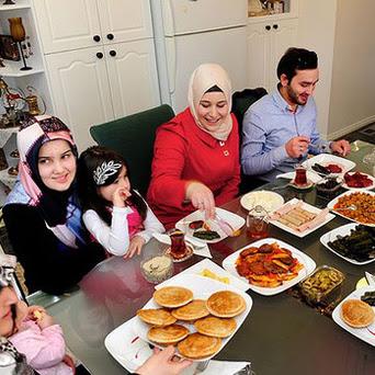 Peran Bunda Mendidik Gaya Hidup Halal dalam Keluarga