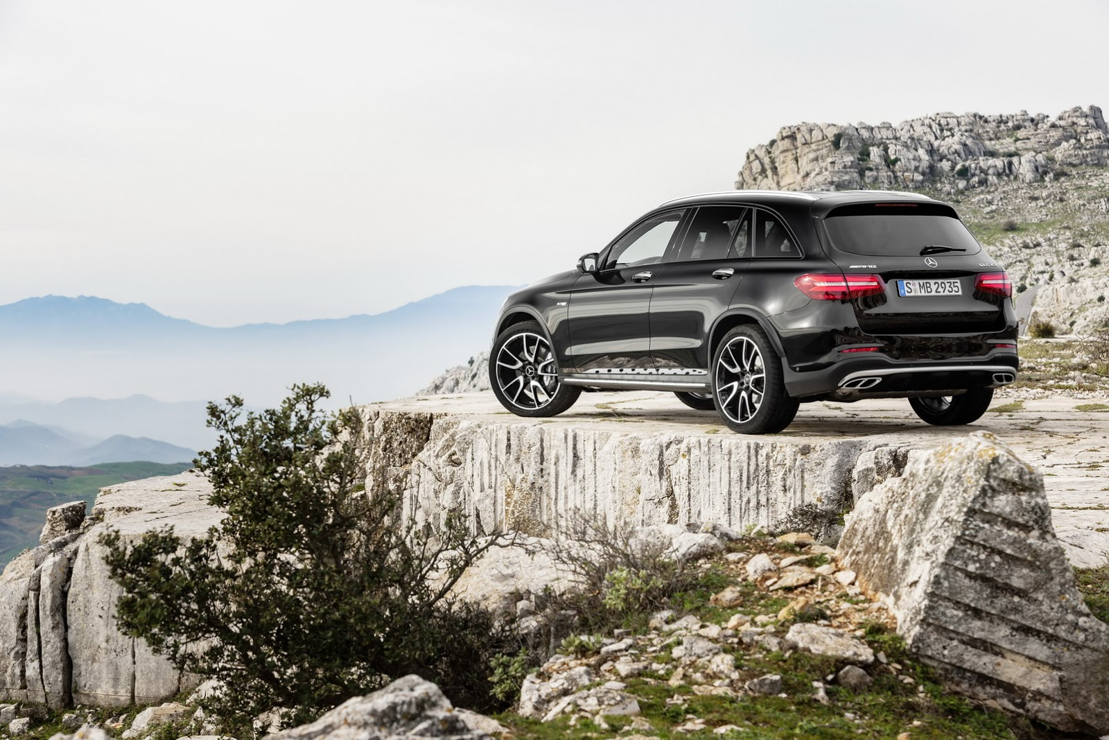 new mercedes amg glc 43 4matic with 362hp twin turbo v6 carscoops. Black Bedroom Furniture Sets. Home Design Ideas