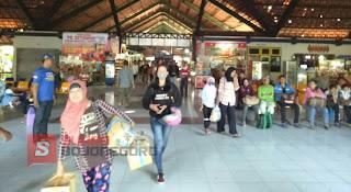 Arus Balik Calon Penumpang Di Terminal Rajekwesi Membludak