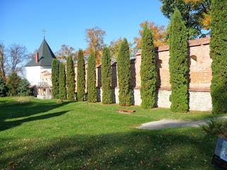Крехов. Монастырь св. Николая. Башня и оборонительные стены XVII в.