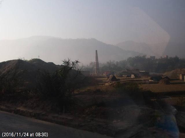 写真15 バクタプールのレンガ工場