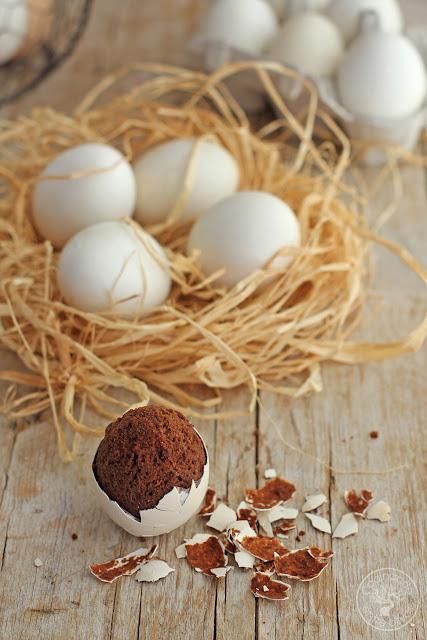 Huevos rellenos de brownie