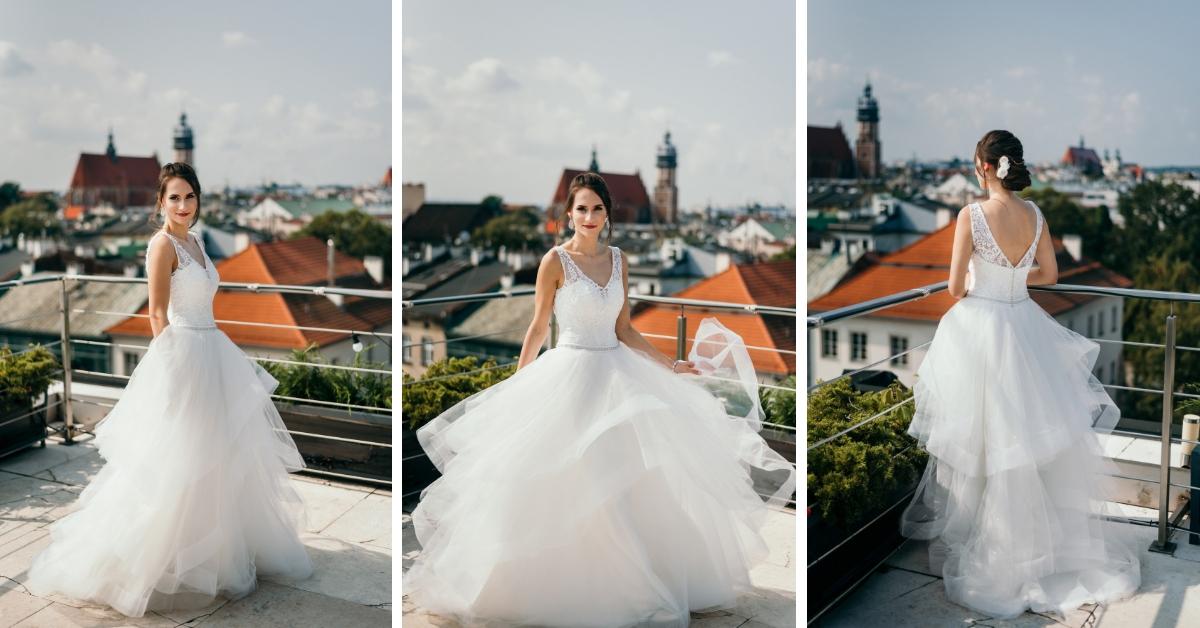 Biała suknia ślubna z falbankami.
