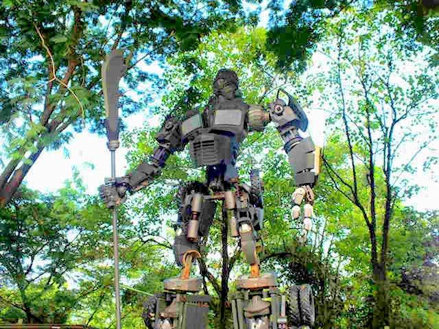 Inilah Transformer Versi Indonesia - Mirip Siapa Yah?
