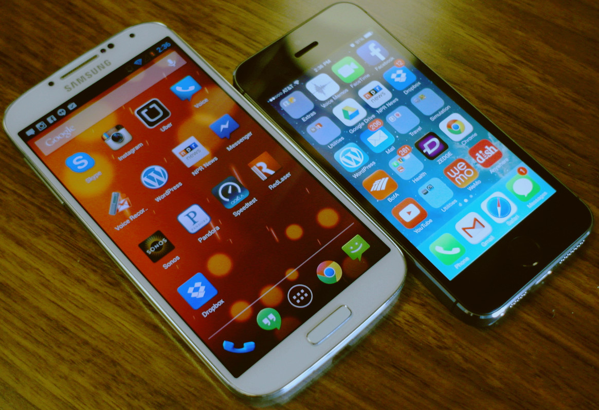 Antara Handphone Samsung Galaxy S4 Dan Iphone 5s Loveheaven 0 7