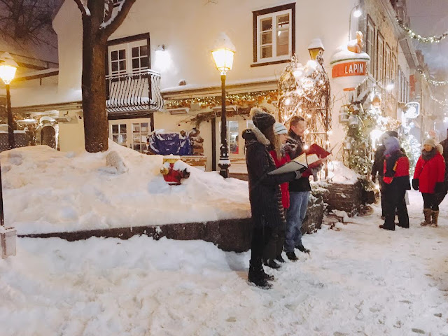 French singing carolers in Québec City, Canada