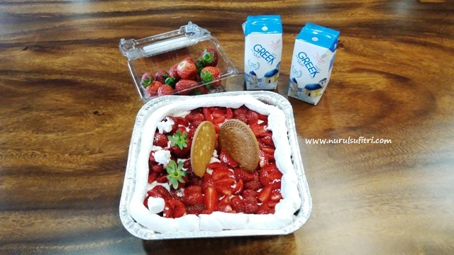 no bake strawberry cheese cake hasil kolaborasi saya dan mbak nefertite dalam ilotte hangout bersama heavenly blush greek yogurt nurul sufitri