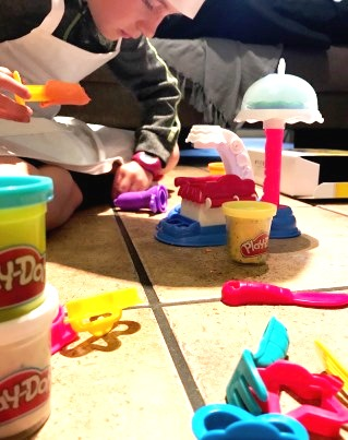 Momagain 40 It S A Cake Party With Play Doh Kitchen
