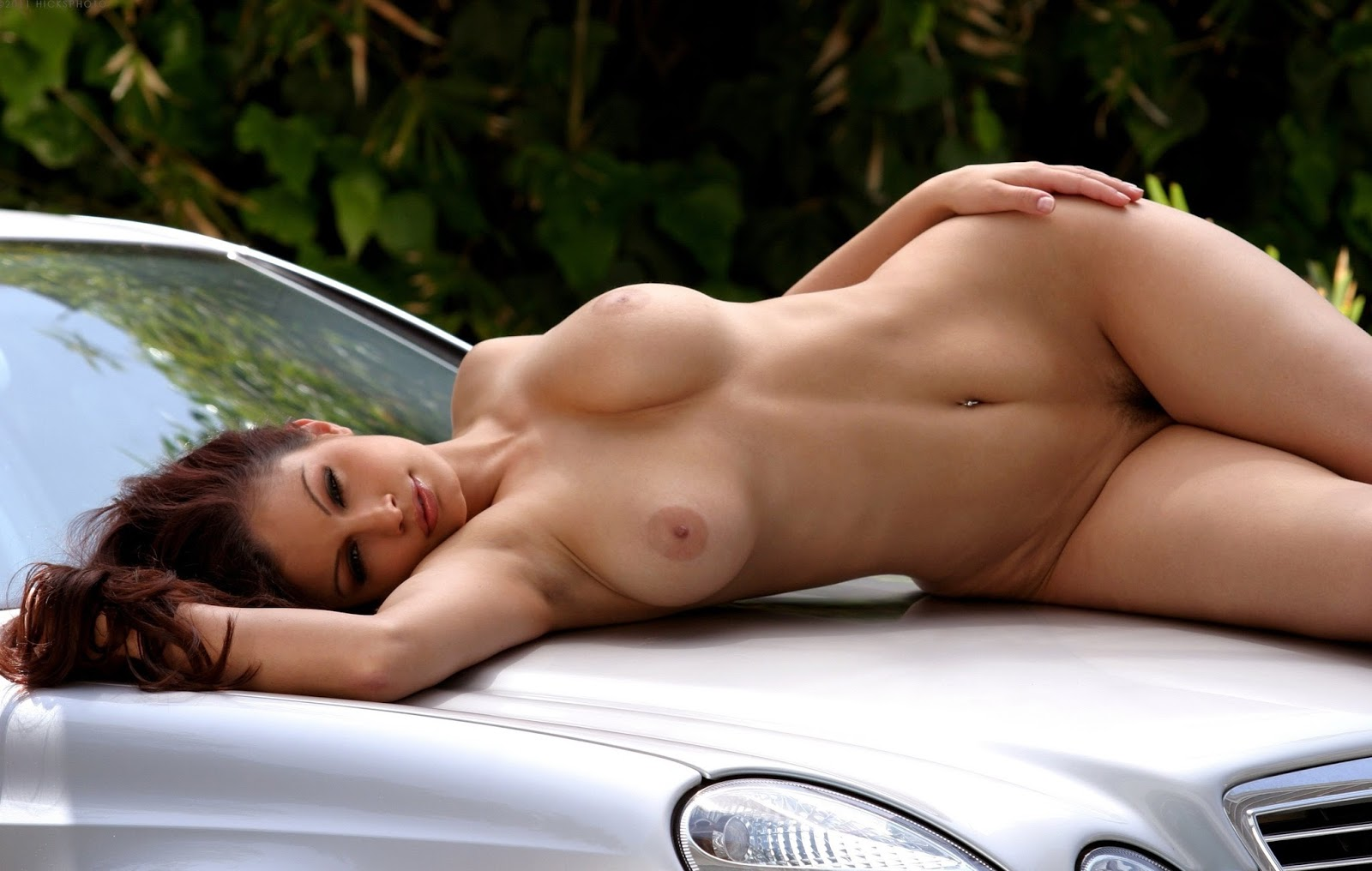 Nude hot girls without clothes