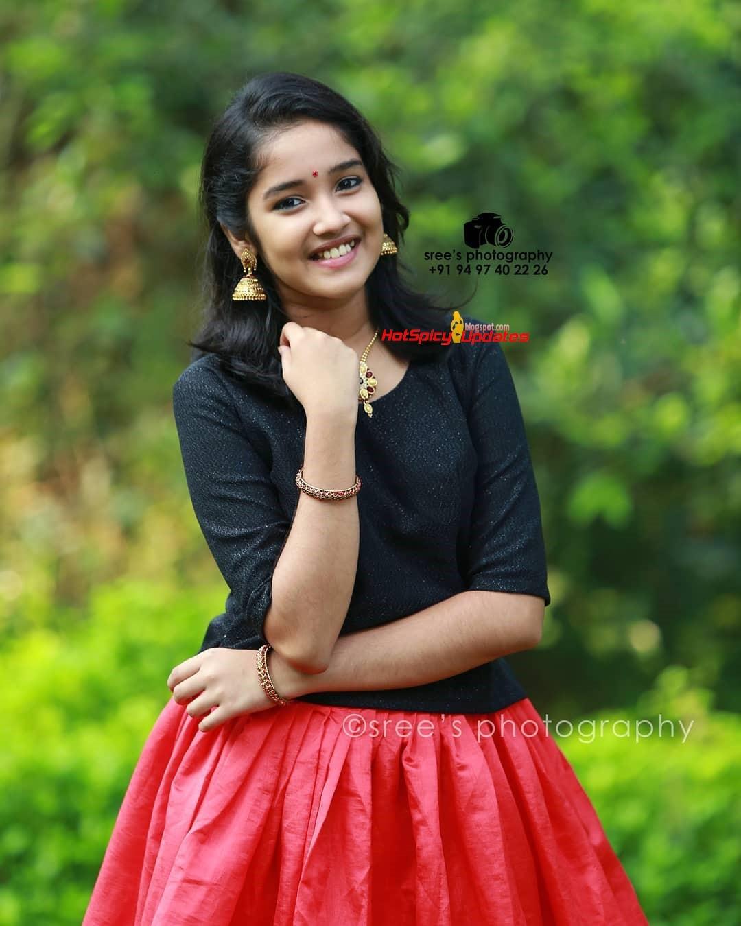 Anikha Surendran Aka Baby Anikha Cute And Stylish Photo -3876