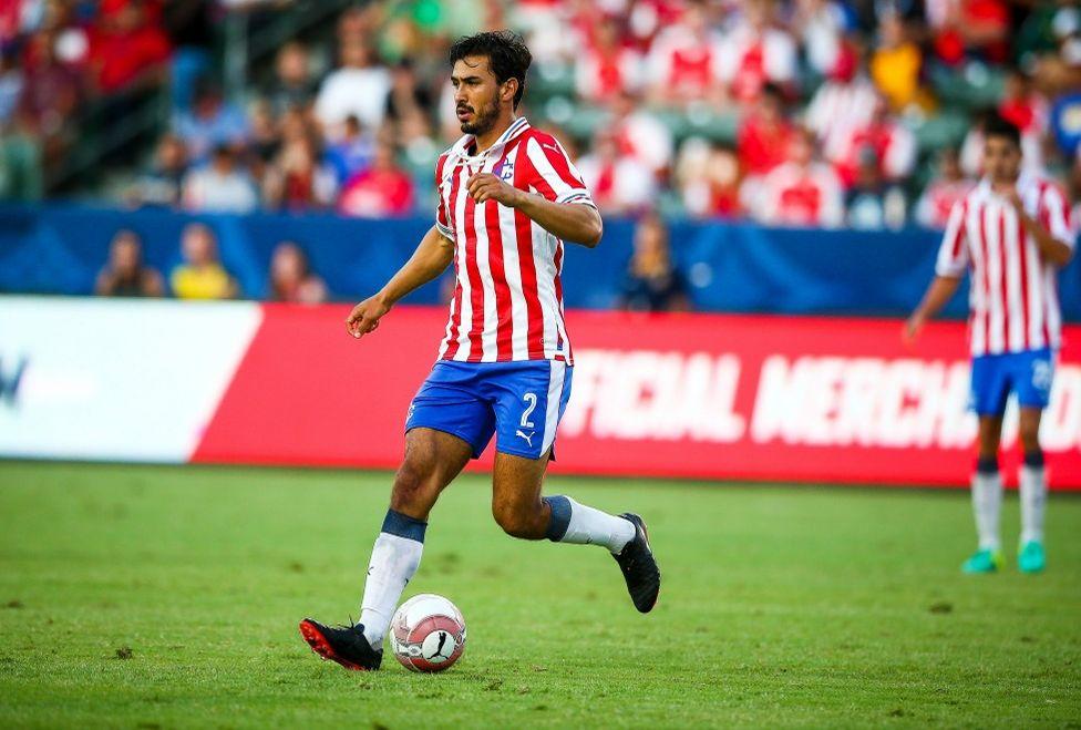 Oswaldo Alanís en el partido contra Arsenal.