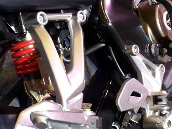 Bajaj Pulsar AS 150 Bike suspension
