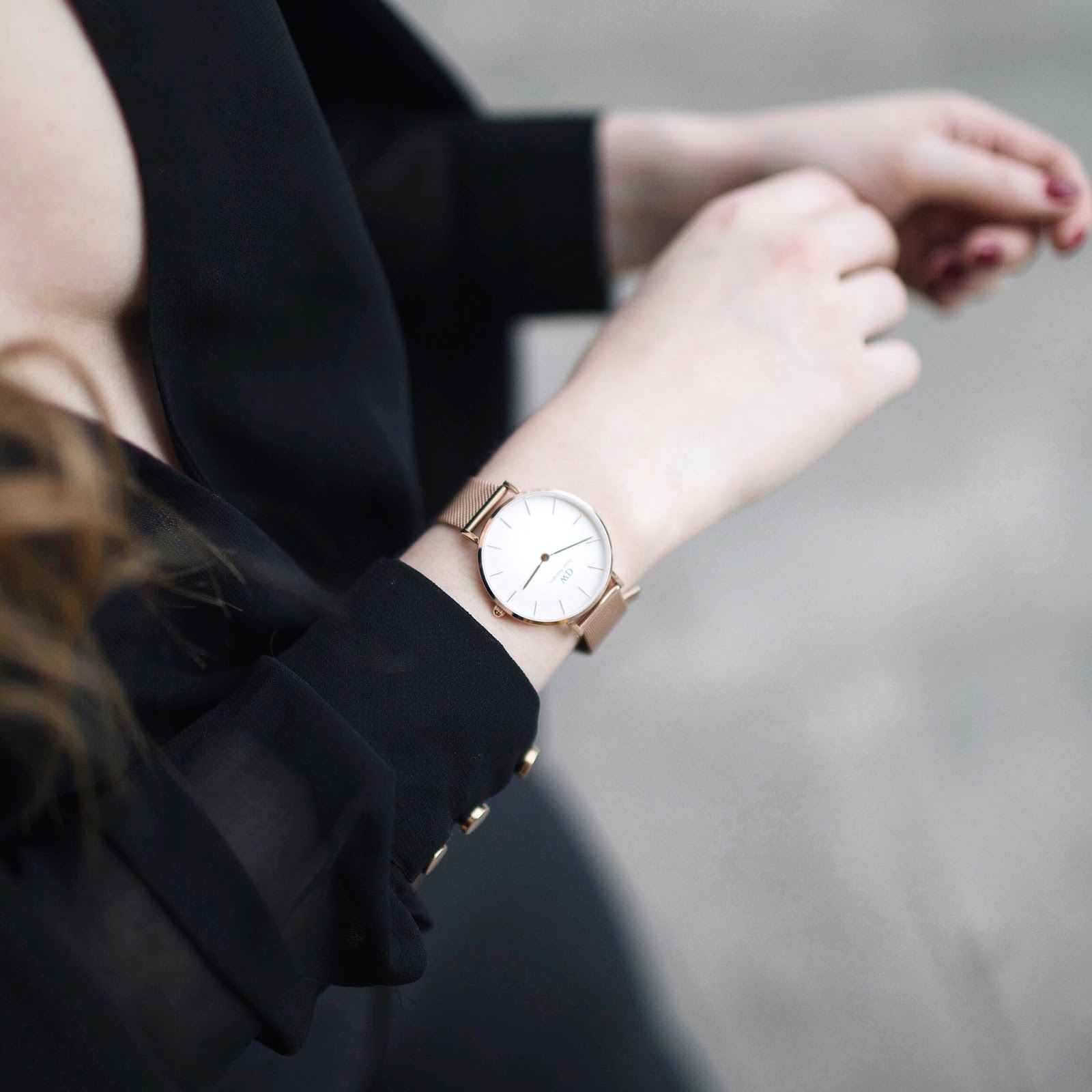 black outfit, rules for all black outfit, tips for all black outfit, all black outfits,daniel wellington petite watch,  boohoo, primark blazer, balmain dupe