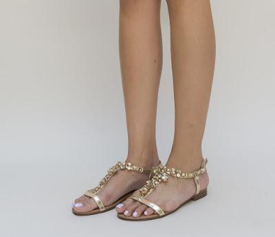 sandale aurii cu talpa joasa si accesroiu de pietre pretioase