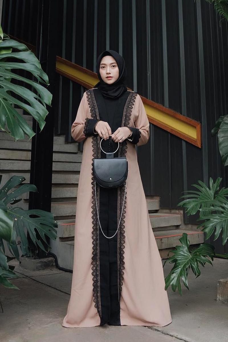 cewek cantik manis pakai Abaya