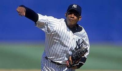 Tras un breve paso –dejó balance de 27 triunfos y 17 derrotas con una efectividad de 2.99 en Series Nacionales, Adrián decidió probar suerte en el mejor béisbol del mundo y se marchó para firmar con los Yankees.