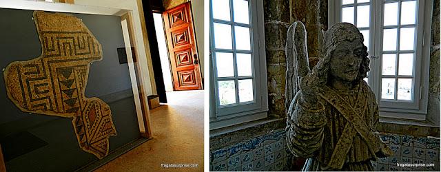 Restos de um mosaico romano e um anjo expostos no Paço das Escolas da Universidade de Coimbra