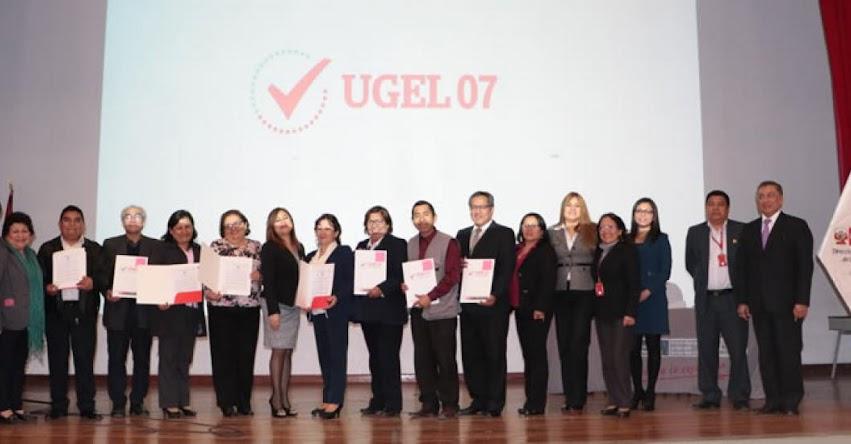 UGEL 07 entrega resoluciones de ratificación a 39 directores de colegios - www.ugel07.gob.pe