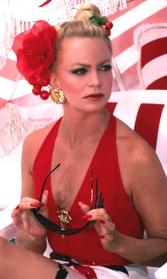 Love those classic movies in pictures goldie hawn for Classic love pictures