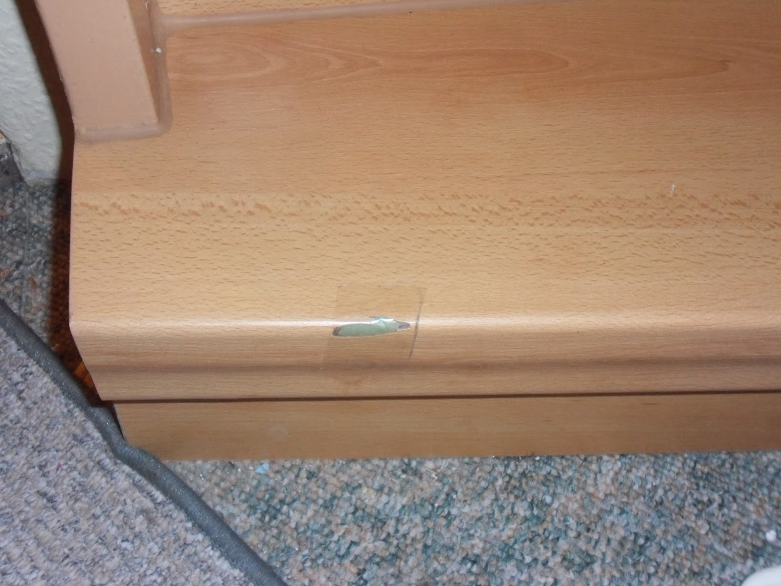 beschädigte Treppenkante