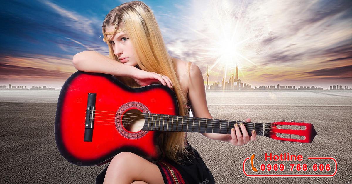 quan tâm tới cây đàn xinh xắn khá giống guitar này