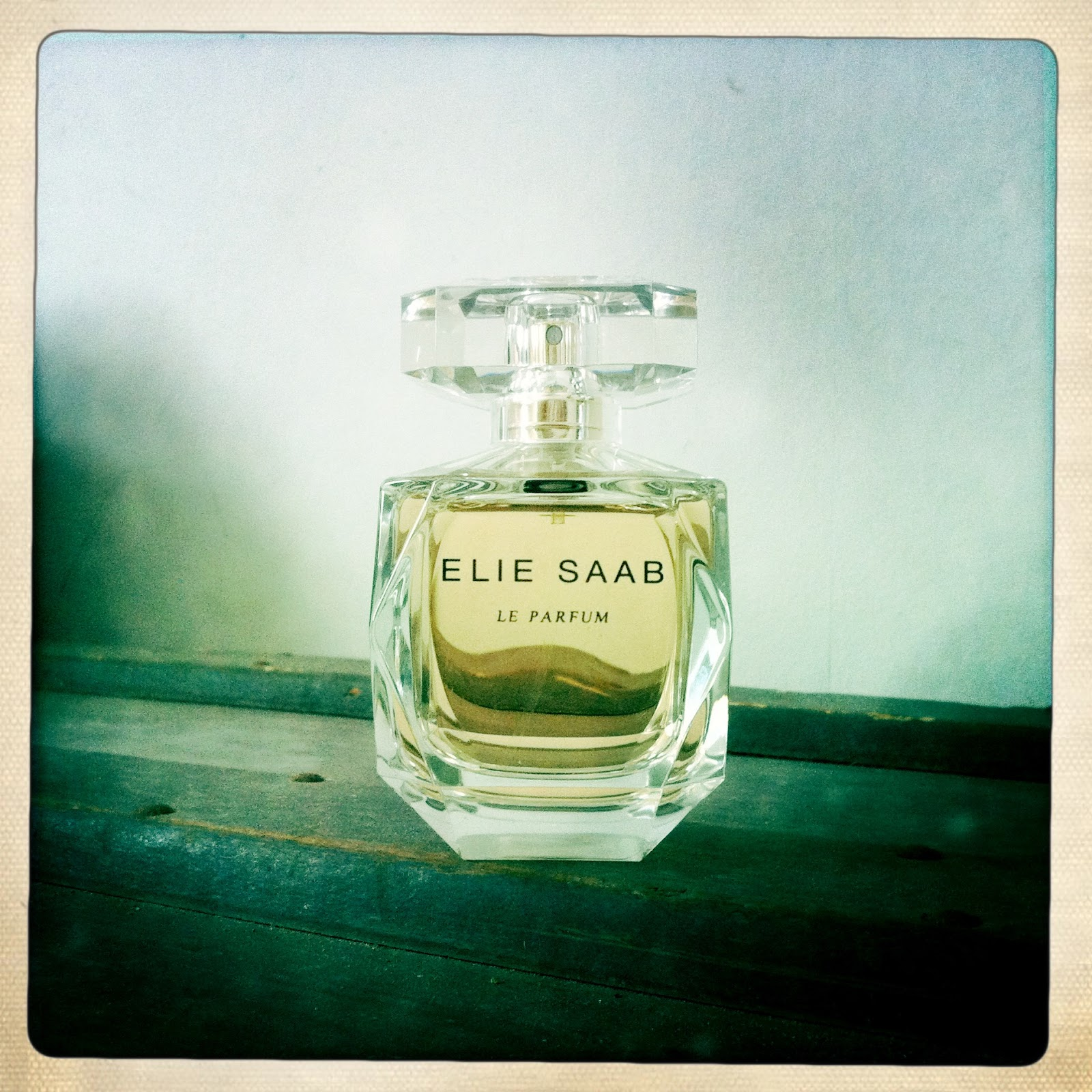 so far so chic review elie saab le parfum. Black Bedroom Furniture Sets. Home Design Ideas