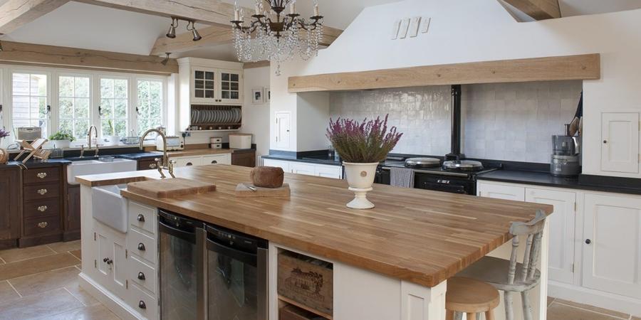 Stary, drewniany dom w Anglii, wystrój wnętrz, wnętrza, urządzanie domu, dekoracje wnętrz, aranżacja wnętrz, inspiracje wnętrz,interior design , dom i wnętrze, aranżacja mieszkania, modne wnętrza,styl francuski, styl klasyczny, styl rustykalny, stary dom, dom po remoncie,