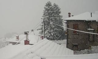 Χιόνια και στην Αττική φέρνει ο «Θησέας» - Πού θα χτυπήσουν έντονα φαινόμενα