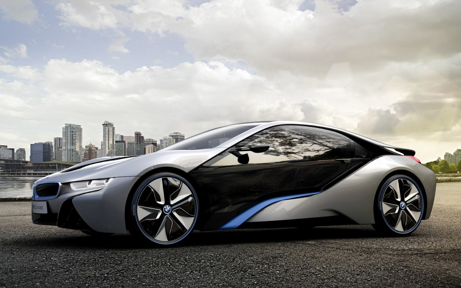 amanti delle supercar bmw i8 concept la sportiva ibrida del futuro. Black Bedroom Furniture Sets. Home Design Ideas