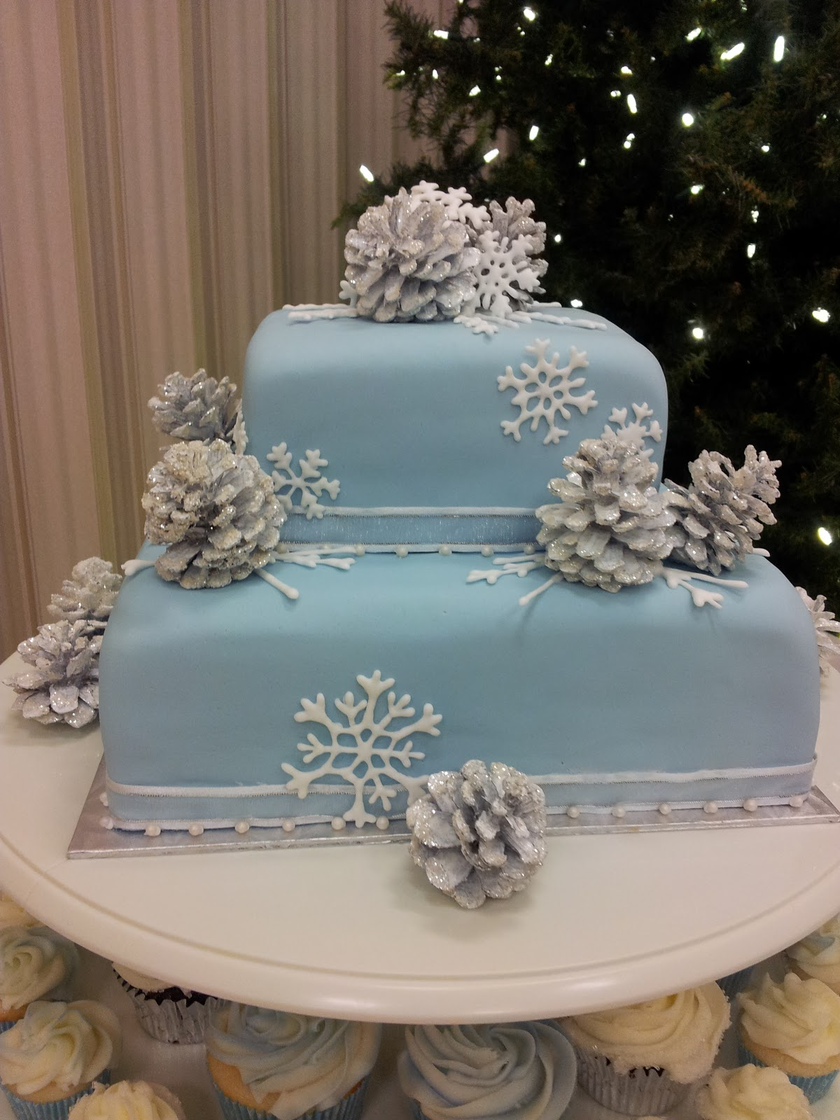 winter wonderland wedding cake pictures kiddles n bits winter wedding cake 27573